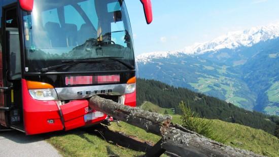 Tourist wird zum Held bei Reisebusunfall