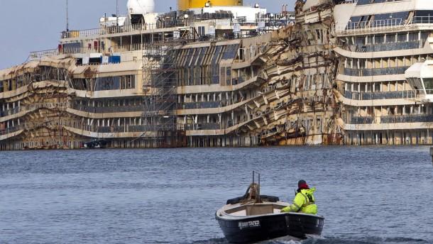 """Hamburger Experten untersuchen """"Costa Concordia"""""""