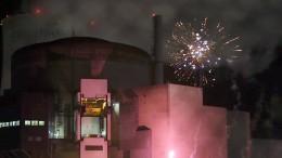 Greenpeace zündet Feuerwerk