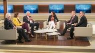 """Anne Will diskutiert in ihrer Sendung am 15. Oktober 2017 mit Gästen zum Thema """"Der Abschluss des Superwahljahrs – wird jetzt mal wieder Politik gemacht?"""""""