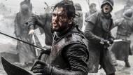 """Angesichts der Häufigkeit von Todesfällen infolge von Kopfverletzungen in der Serie """"Game of Thrones"""" ist von dem Kampf ohne Helm strengstens abzuraten."""