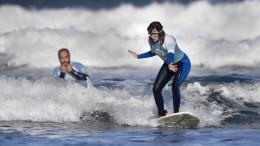 Blinde Surferin bezwingt die Wellen