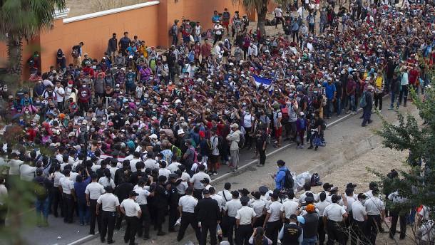 Tausende Geflüchtete in Guatemala gestoppt