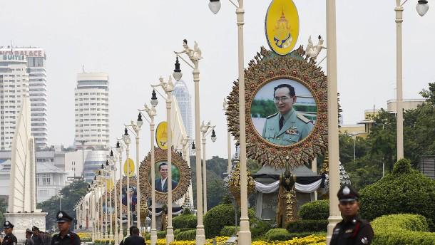 """Toter König """"Bhumibol"""" bekommt gigantische Trauerfeier"""