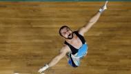 Makaber: Nijat Rachimow führt nach seinem Sieg ein Tänzchen auf
