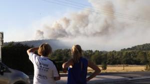Feuerwehr bringt 10.000 Franzosen in Sicherheit