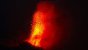 Tausende nach Vulkanausbruch evakuiert