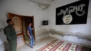 Kurden setzen Kampf gegen IS-Milizen vollständig aus