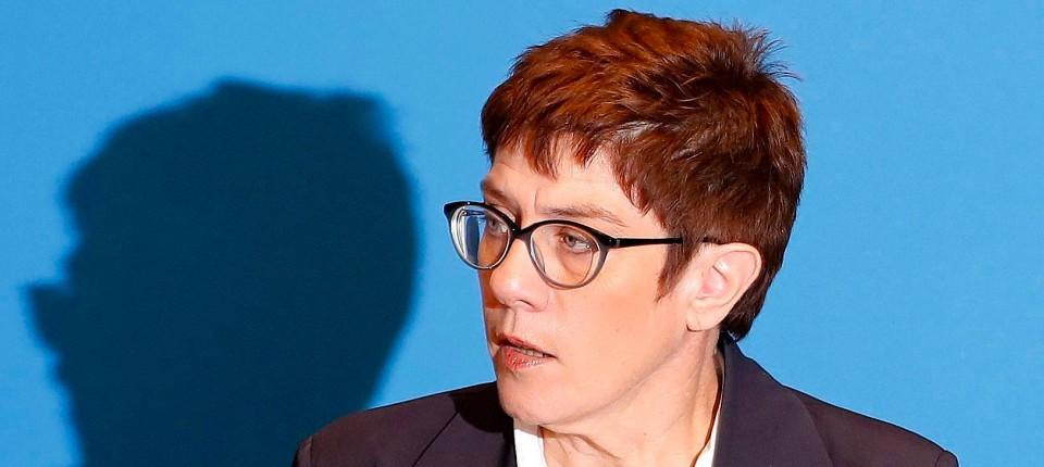 Annegret Kramp Karrenbauer Tritt Als Cdu Generalsekretarin Ab