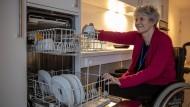 Ein Zugewinn an Unabhängigkeit: Sonja Erlich leidet an Multipler Sklerose und lebt im Mehrgenerationenhaus in Rödermark.