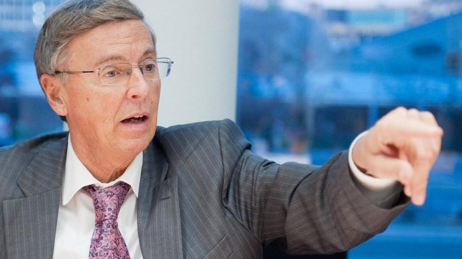 Der Vorsitzende des des Bundestags-Innenausschusses Wolfgang Bosbach (CDU): Mit den Amerikanern über Datenschutz reden