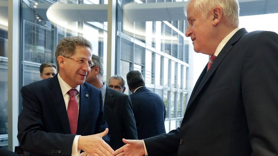 Wird in Zukunft als Sonderberater im Innenministerium arbeiten: Hans-Georg Maaßen (links) mit Horst Seehofer