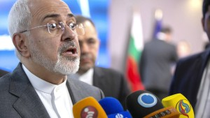 Irans Außenminister fordert Rückgrat von EU