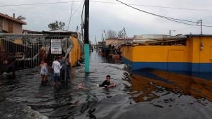 """Behörden warnen vor """"extrem gefährlicher Lage"""" nach Dammbruch"""