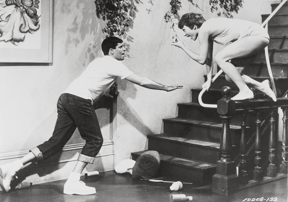 """Jerry Lewis und Shirley MacLaine in der Filmkomödie """"Maler und Mädchen"""" von 1955"""