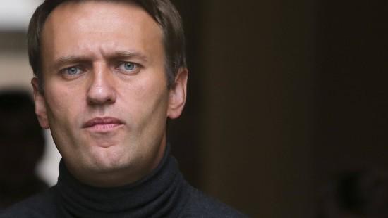 Nawalnyj mit chemischem Nervenkampfstoff vergiftet
