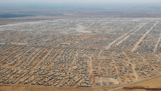http://media1.faz.net/ppmedia/aktuell/820889190/1.4051753/article_multimedia_overview/das-fluechtlingslager-zaatari.jpg