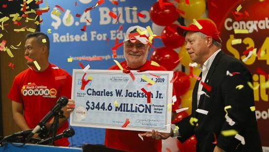 Rentner knackt 344-Millionen-Dollar-Jackpot