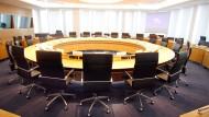 Die mächtige Tafelrunde: Sechs EZB-Direktoren und demnächst 19 Notenbankchefs sitzen hier