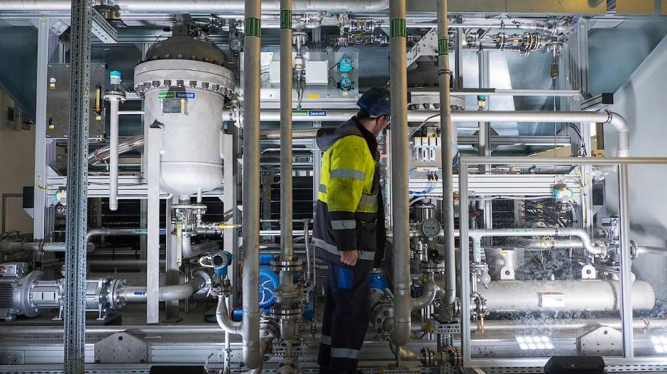 Aus eins mach zwei: In Elektrolyseanlagen wie dieser wird Wasser in Wasserstoff und Sauerstoff zerlegt.