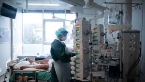 RKI meldet binnen eines Tages erstmals mehr als 18.000 Neuinfektionen