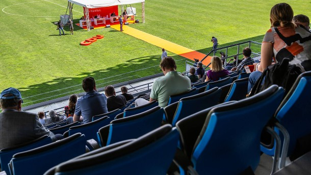 Kandidatenkür im Stadion