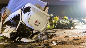 Drei Tote nach Unfall mit Geisterfahrer-Lkw