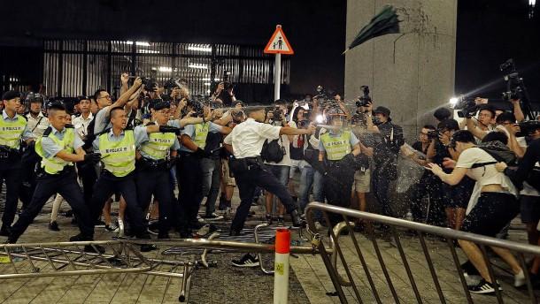 Gewalt bei Demo in Hongkong