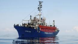 Weiteres Schiff mit Migranten wartet vor Italien auf Hafeneinfahrt