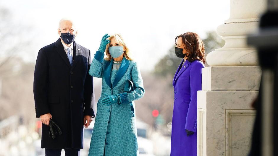 Präsident Joe Biden mit seiner Ehefrau Jill Biden und der Vize-Präsidentin Kamala Harris