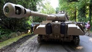 Darf man einen Panzer in der Garage stehen haben?