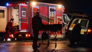 Auto fährt in Menschengruppe – Kind tot, zwei Schwerverletzte