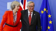 Gehen bald getrennte Wege: Englands Premierministerin May und EU-Kommissionspräsident Juncker im Oktober 2016