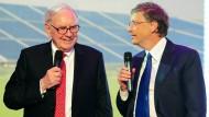 Bill Gates (rechts) hat laut Forbes mit 75 Milliarden Dollar weltweit das größte Vermögen, Warren Buffet kommt auf 61 Milliarden.