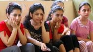 Fehlende Bildung und soziale Benachteiligung gehören zu den Ursachen für die Misshandlung von Kindern