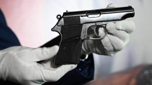 """Sean Connerys """"Bond""""-Pistole versteigert"""