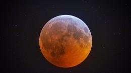 ...Und der Mond schien rot