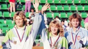 Einst in Seoul: Kohde-Kilsch (l.) und Steffi Graf (m.) gewinnen im Doppel Bronze für die Bundesrepub