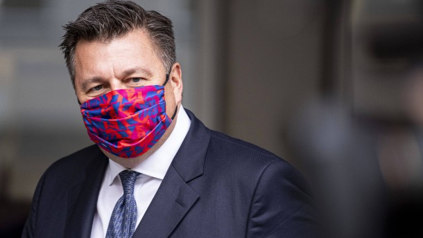 Berlins Innensenator fordert Maskenpflicht bei Demonstrationen
