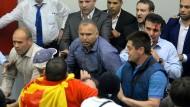 Regierungsgegner stürmen mazedonisches Parlament