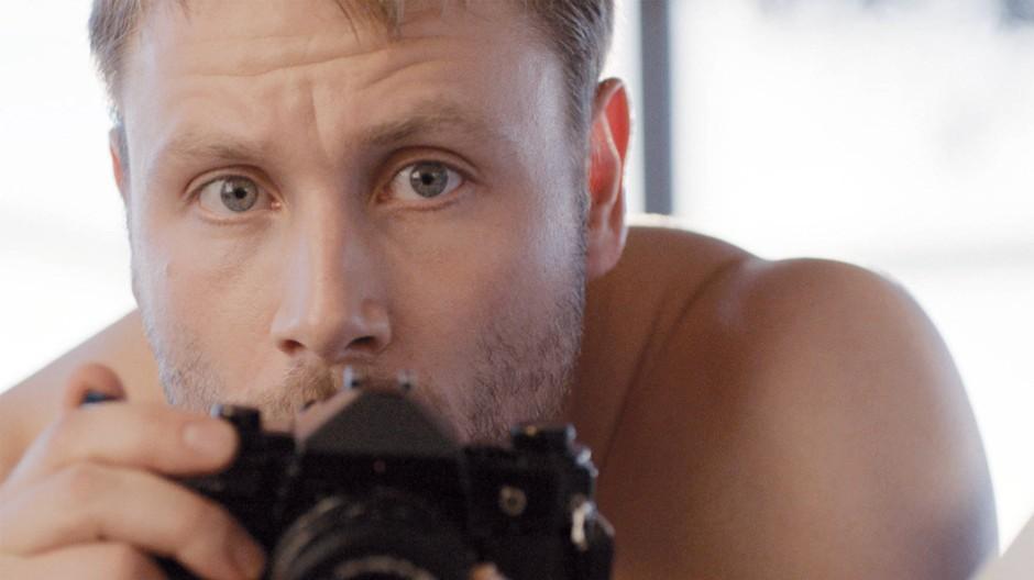 Der pädosexuelle Architekt Markus (Max Riemelt) in einer Szene des Films Kopfplatzen