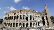 Sichere Einnahmequelle: Touristen besuchen das Kolosseum in Rom.