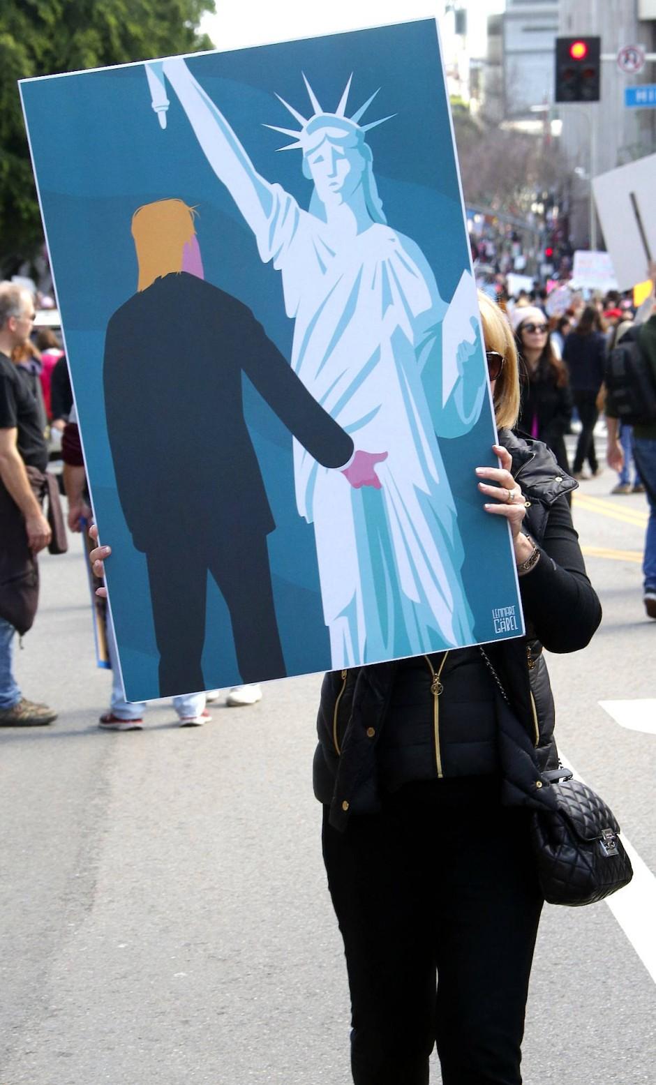 """Woman's March in Los Angeles: """"Wenn Männern wieder und wieder und wieder eingetrichtert werde, wie frauenverachtend und gewalttätig sie seien, könnte sich dies auch zu einer selbsterfüllenden Prophezeiung entwickeln"""", zitiert Hoffmann die Autoren eines """"Fachbuches""""."""