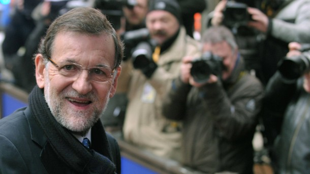 Spain's Prime Minister Rajoy returns after short break at the EU council headquarters for an European Union leaders summit meeting in Brussels