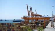 Der Containerhafen Piräus.