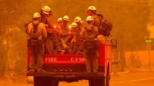 Riesiger Waldbrand bedroht beliebte Touristengegend um Lake Tahoe