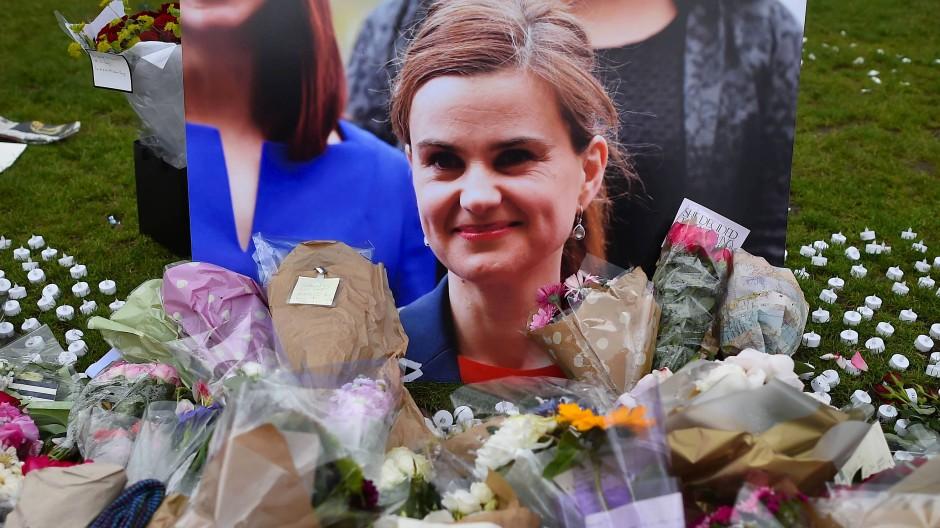 Gedenken an die engagierte Brexit-Gegnerin Jo Cox in London