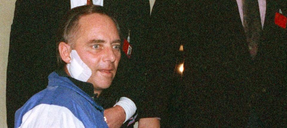 mit groem glck berlebt sechs wochen nach dem attentat vom 12 oktober 1990 fhrt - Wolfgang Schauble Lebenslauf