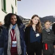 Vanessa Nakate (links) war auf der zunächst veröffentlichten Version nicht neben Luisa Neubauer, Greta Thunberg, Isabelle Axelsson und Loukina Tille zu sehen.