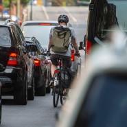 Wenig Platz und dicke Luft: Die möglichen Fahrverbote könnten zehntausende Frankfurter treffen.